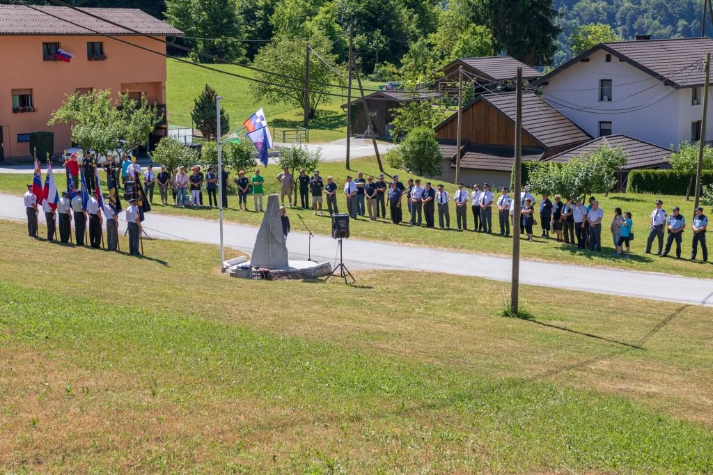 Proslava ob Dnevu državnosti pri spominskem obeležju na Dolu pri Hrastniku