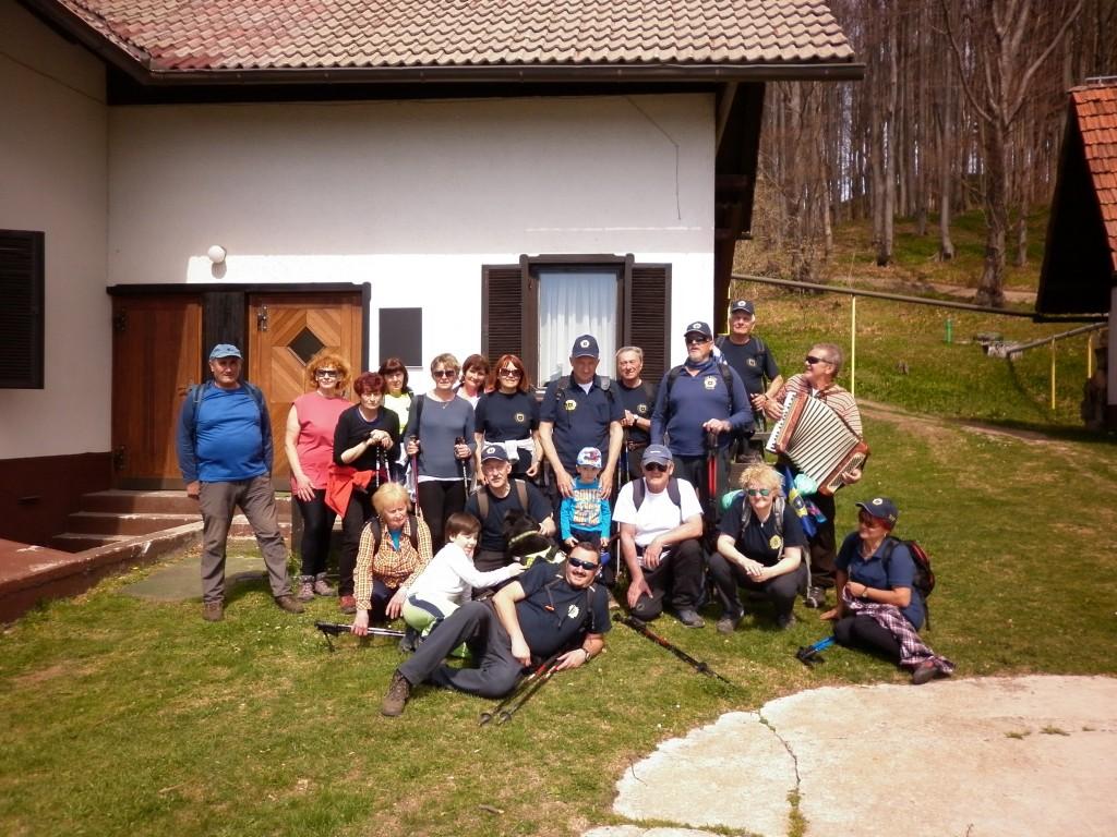 pr domu na Čemšeniški planini smo imeli tudi glasbeno spremljavo