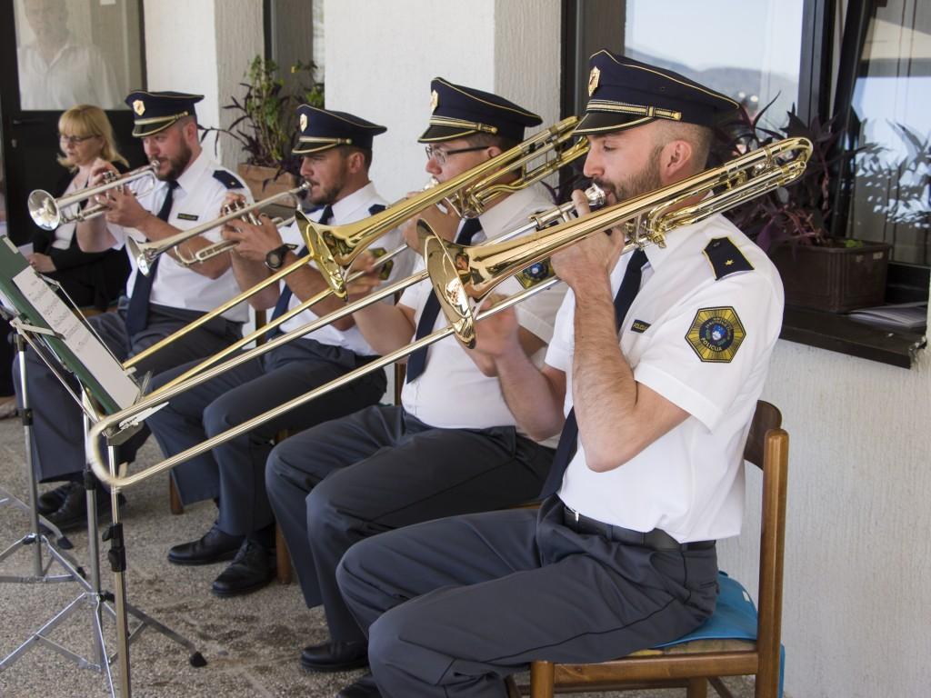 v kulturnem programu sodeloval kvartet in bobnar  Policijskega orkestra