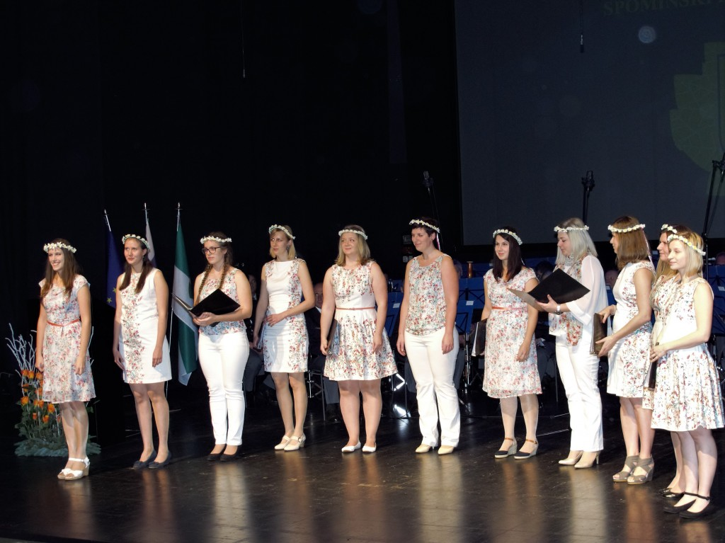vokalna skupina Bele Tinke na slovesnosti ob Spominskem dnevu Združenja Sever
