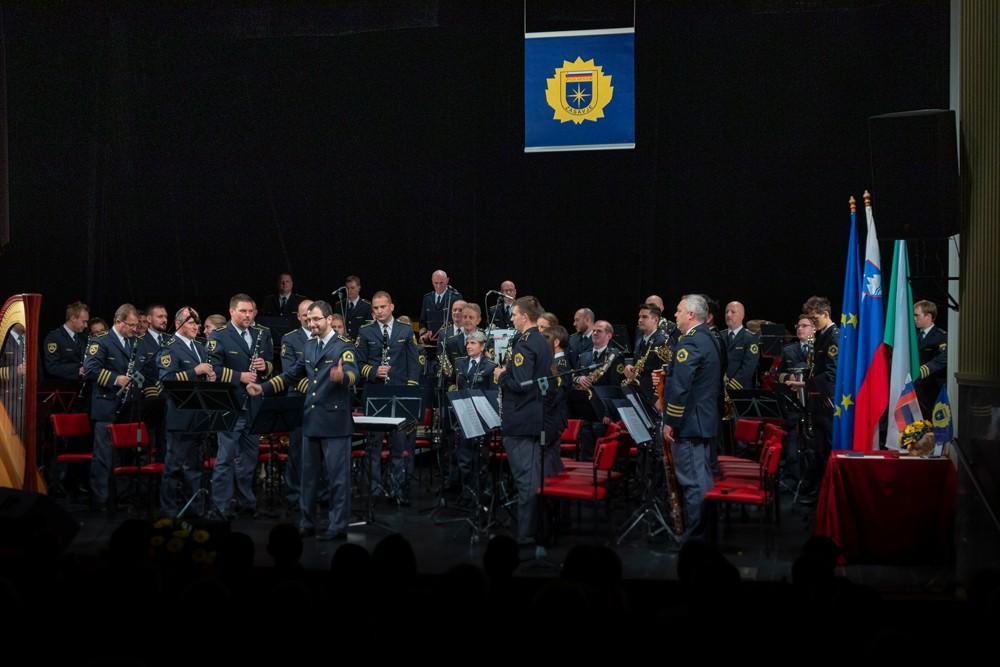 Vabilo: Slavnostna akademija s koncertom Policijskega orkestra